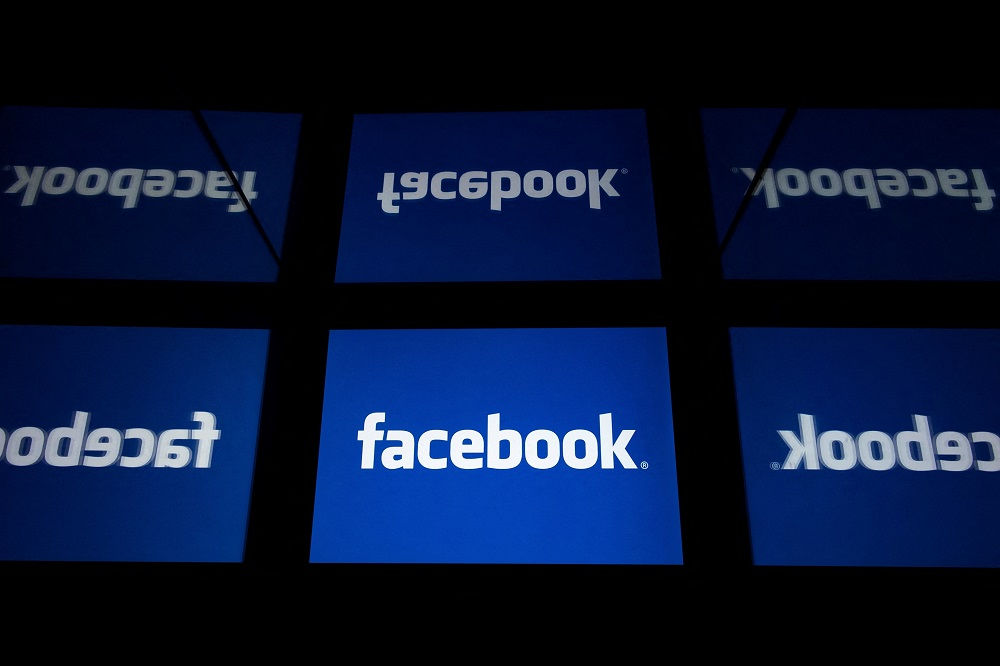 Facebook tests alerting users to extremist posts