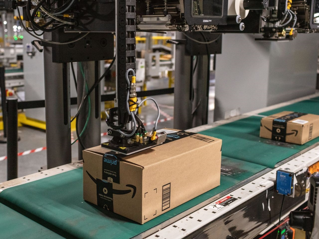 Amazon Settles Case With 2 Employees Who Said They Were Wrongly Fired