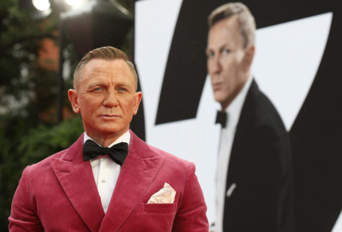 Daniel Craig to receive star on Hollywood Walk of Fame next to Roger Moore