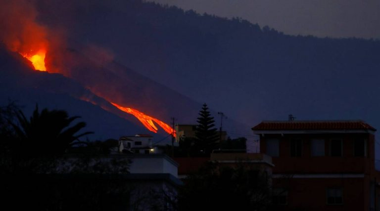 Spain: Lava blasts out of new vent on La Palma volcano